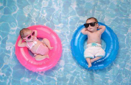 Hướng dẫn tập bơi cho trẻ sơ sinh đúng cách và những lưu ý khi cho bé tập bơi.